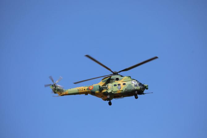 2. IAR 330 Pu... (iar-330-puma-socat-armata-romana_43929200.jpg)