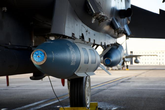 2. Bomba JDAM... (jdam-gbu-31-munitie-bomba_44126900.jpg)