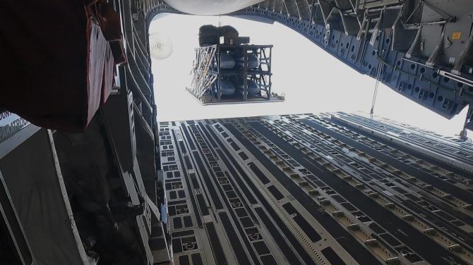 1. Imagini di... (rapid-dragon-jassm-lansare-avion-transport-sua_15558100.jpg)