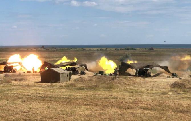Trageri cu tunurile antitanc de calibrul 100 mm și obuzierele de calibrul 152 mm ale Armatei României. Sursă foto: MApN via lt. Diana Stănei