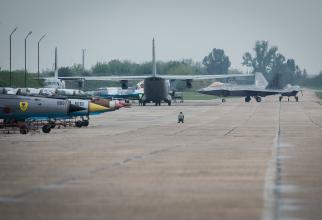 Avioane americane F-22 Raptor, la Baza 57 Aeriană Mihail Kogălniceanu din România, în 2016. Sursă foto: U.S. Air Force