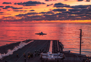 Un avion F/A-18E Super Hornet, decolând de pe portavionul american USS Dwight D. Eisenhower. Sursă foto: Department of Defense