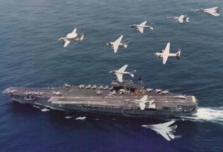 Portavionul american USS Kitty Hawk, în timpul unei misiuni în 1993, azi navă dezafectată. Sursă foto: U.S. Navy