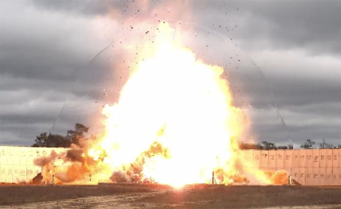 3. Noua bombă... (gbu-72-bomba-antibuncar-explozie_33022700.jpg)