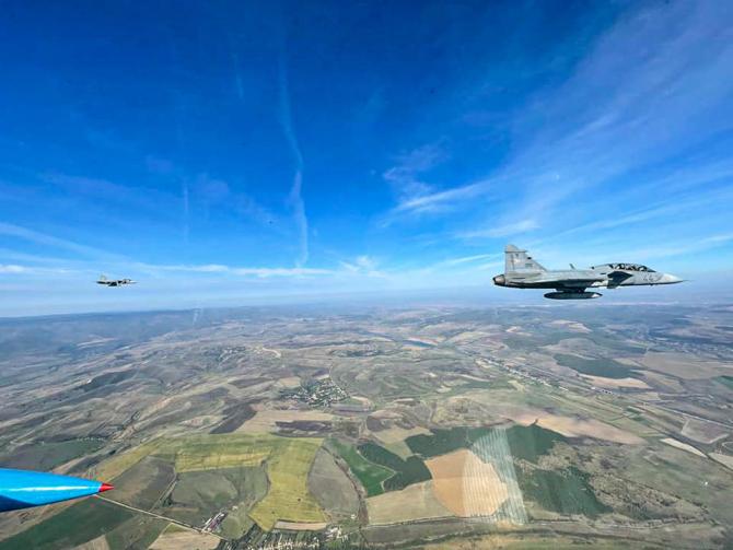 """Foto de la exercitiul """"Interceptor21"""", la care au participat avioane MiG-21 LanceR românești și avioane Gripen maghiare. Sursă foto: KPRA via Baza 71 Aeriană """"General Emanoil Ionescu"""""""