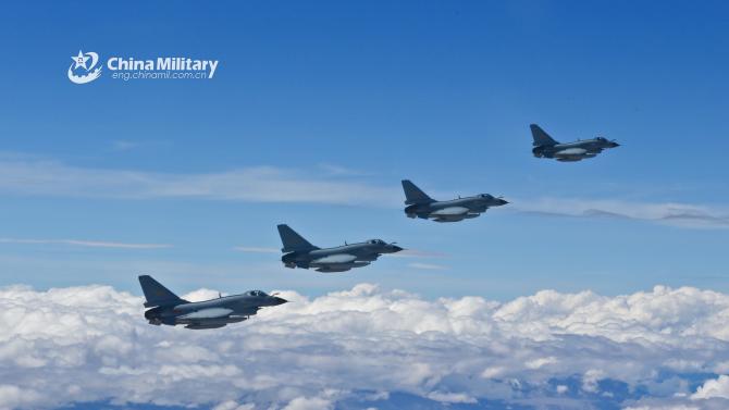 Avioane chineze J-10, în formație. Sursă foto: Ministerul Apărării din China